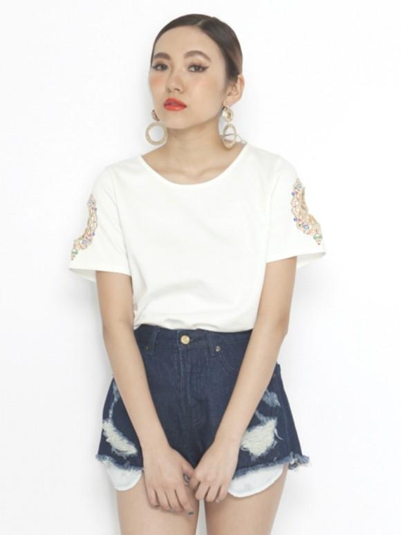 EVRIS (エヴリス) ショルダー刺繍Tシャツ