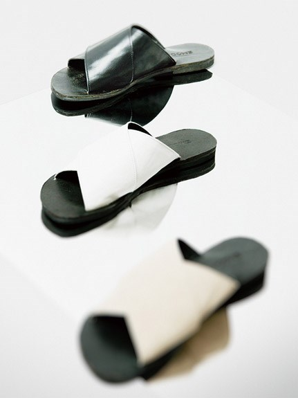 WIDE CROSS SANDAL
